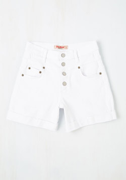 Karaoke Songstress Shorts in White