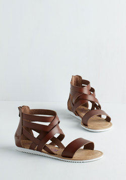 Canoe Feel the Love? Sandal in Brown