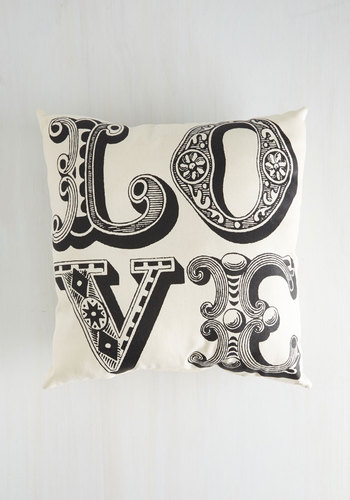 Five Amour Minutes Pillow