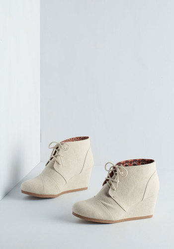 Dune for the Day Wedge in Sand - Mid, Woven, Cream, Solid, Menswear Inspired, Minimal, Good, Wedge, Lace Up