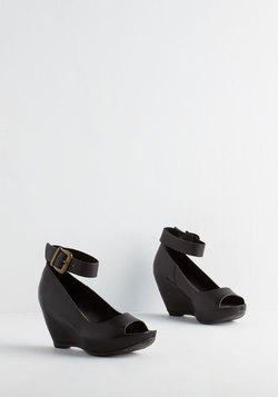 Gals on the Town Wedge in Noir