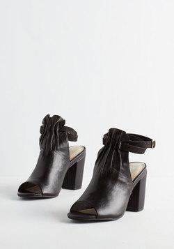 Vibrant Heel in Noir