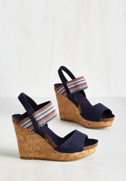 Good Cruise of Your Time Sandal in Navy