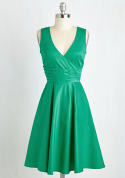 Beguiling Beauty Dress in Emerald