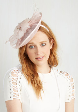 You Know You Flaunt It Fascinator in Blush