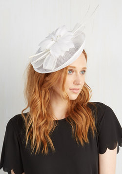 You Know You Flaunt It Fascinator in White