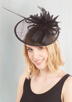 Tilt the End of Time Fascinator in Noir