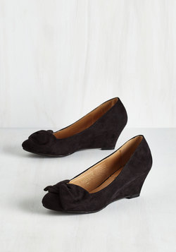 It's a Date! Wedge in Black