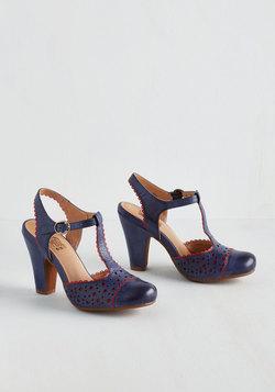 Gavotte to Trot Heel in Azure