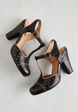 Gavotte to Trot Heel in Noir