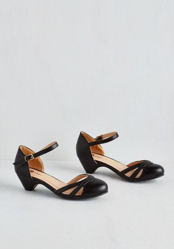 Fashion School Sweetheart Heel in Noir