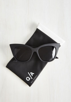 Modern Love Of My Life Sunglasses in Noir