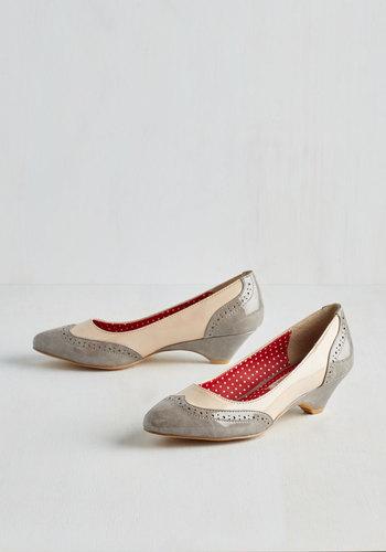 Sweet Spectator Heel in Glossy Earl Grey