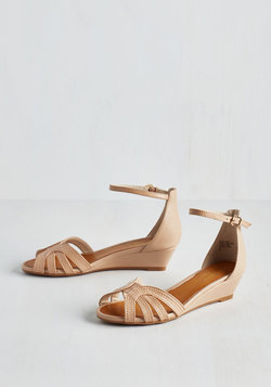 Break Wedge in Beige