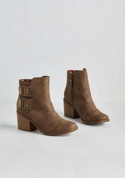 Urbanite on the Town Bootie in Chestnut