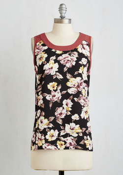 Botanical it a Day Top in Black