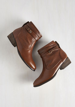 Sanctuary Bootie in Chestnut