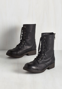 Come Panacea 'Bout Me Boot in Black