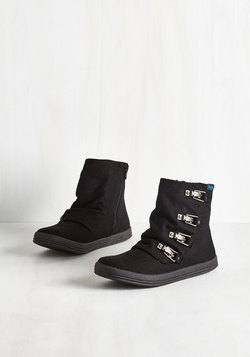 Hustle and Buckle Bootie in Black