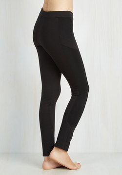 Trek and See Leggings in Black