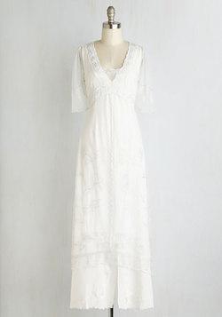 Walking on Era Dress in Blanc