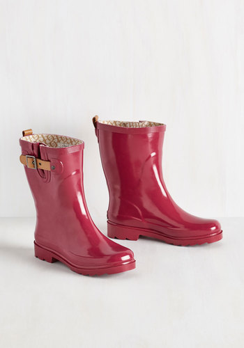 Puddle It Be? Rain Boot in Glossy Magenta