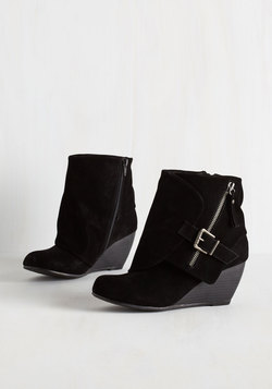 Follow the Fashionista Boot in Black