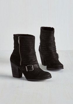 Can't Distress This Enough Boot in Black