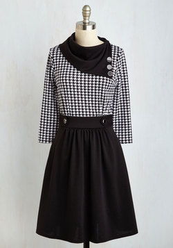 Coach Tour Dress in Houndstooth - 3/4 Sleeves