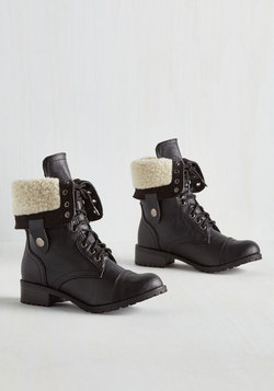 Cuff Lovin' Boot in Black