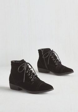 Charm Beyond Compare Bootie in Noir