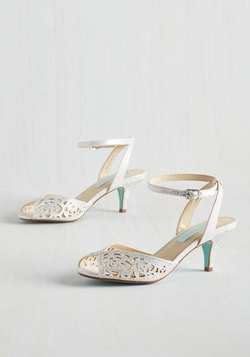 Glisten to Reason Heel in Pearl