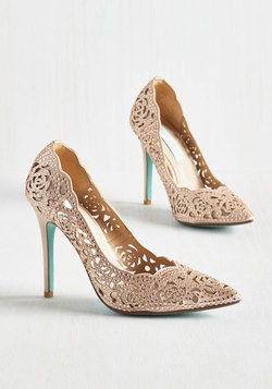 Divine Dining Heel in Champagne