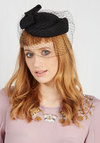 Upper West Stride Fascinator in Noir