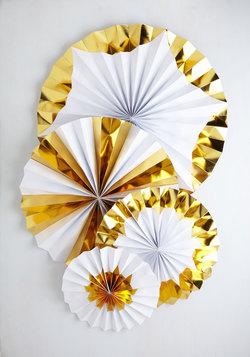 Pinwheel and Deal Hanging Decor Set