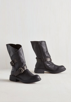 Tricks of the Travel Boot in Black