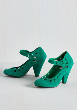 Gallop Towards Graceful Heel in Aqua