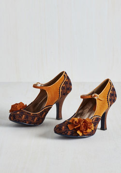 Statement Arrangement Heel in Amber