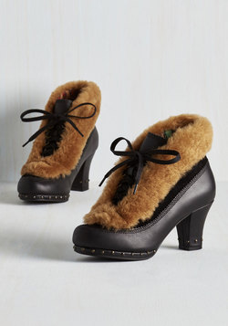 Grand Garland Bootie in Noir