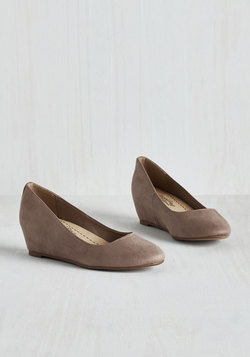 Model of Modesty Wedge in Taupe
