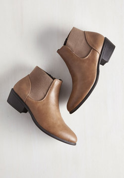 School of Walk Bootie in Fallow