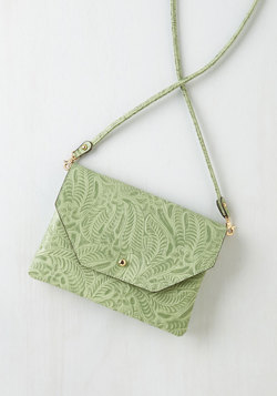 Set out in Style Bag in Mint Vines