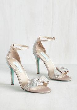 Operatic Elegance Heel in Champagne