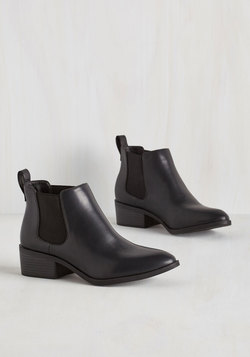 A-list Playlist Bootie in Black