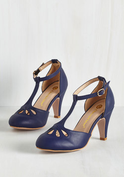Aisle Come Running Heel in Navy