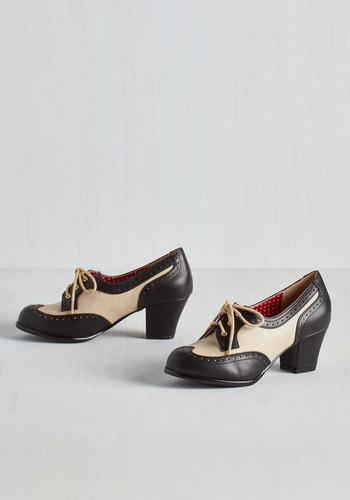 1920s Style Shoes Oxford Comment Heel in Noir $74.99 AT vintagedancer.com