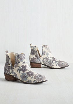 Romantic Amble Bootie in Morning Fog