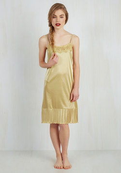 Foundation Fascination Full Slip in Gold