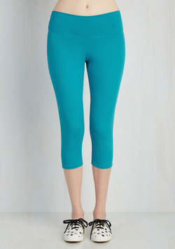 All the Bright Moves Athletic Leggings in Cyan