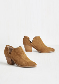 Sashay Bootie in Caramel